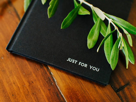 LITTLE BLACK BOOK | A BOUDOIR ALBUM GIFT