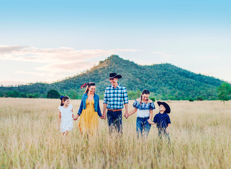 TYNEKA & TRENT | COUNTRY ENGAGEMENT/FAMILY SESSION, ROCKHAMPTON