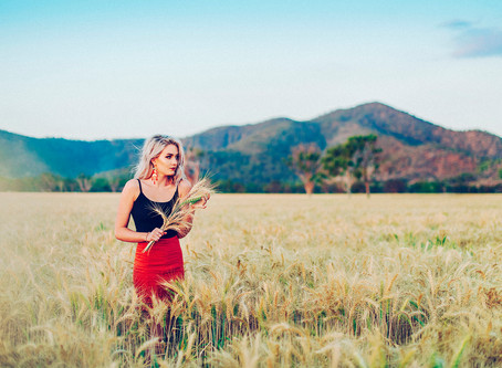 WHIMSY IN THE WHEAT FIELDS | ROCKHAMPTON PORTRAIT PHOTOGRAPHER