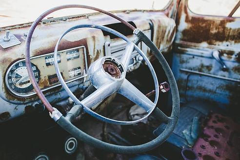さびた古い車