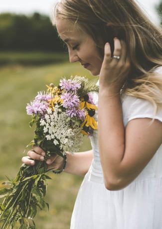 Mädchen Frau Blumen Naturkosmetik