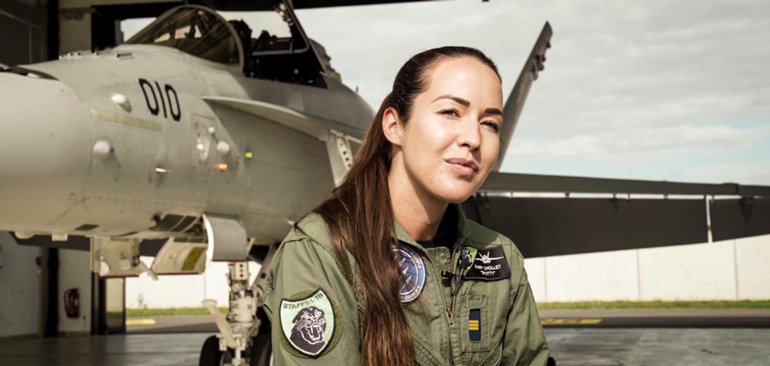 Astronaut meets Fighter jet Pilot