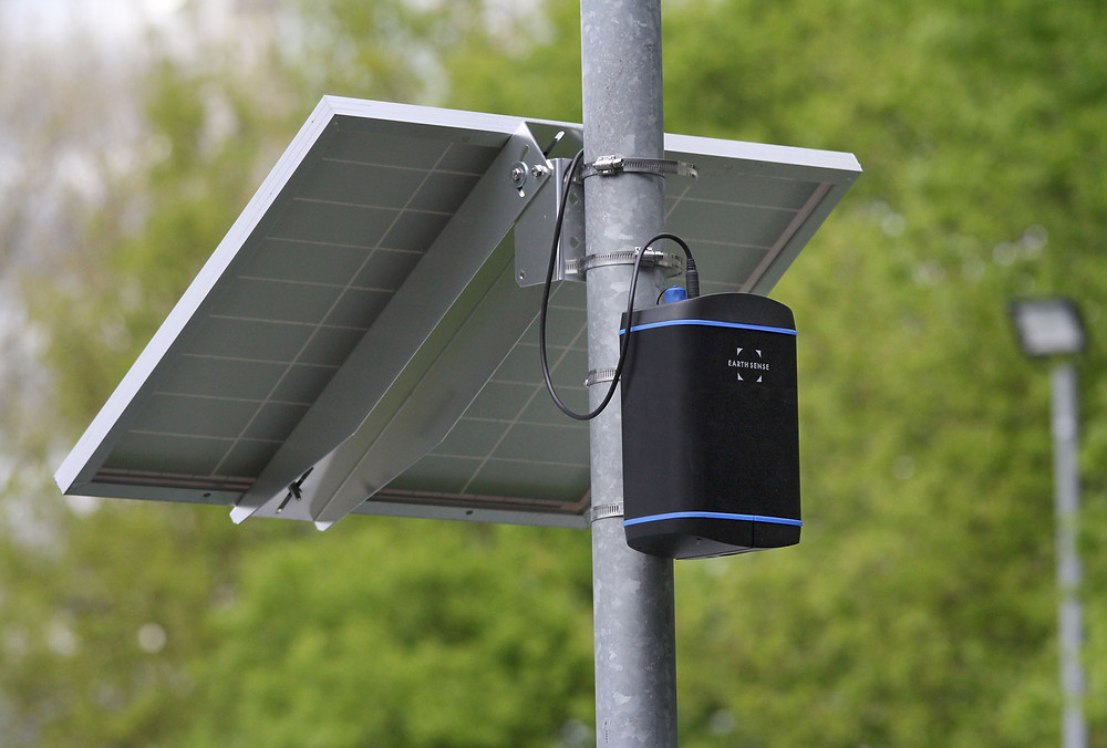 A Zephyr® air quality sensor fitted to lamp post with the new solar panel