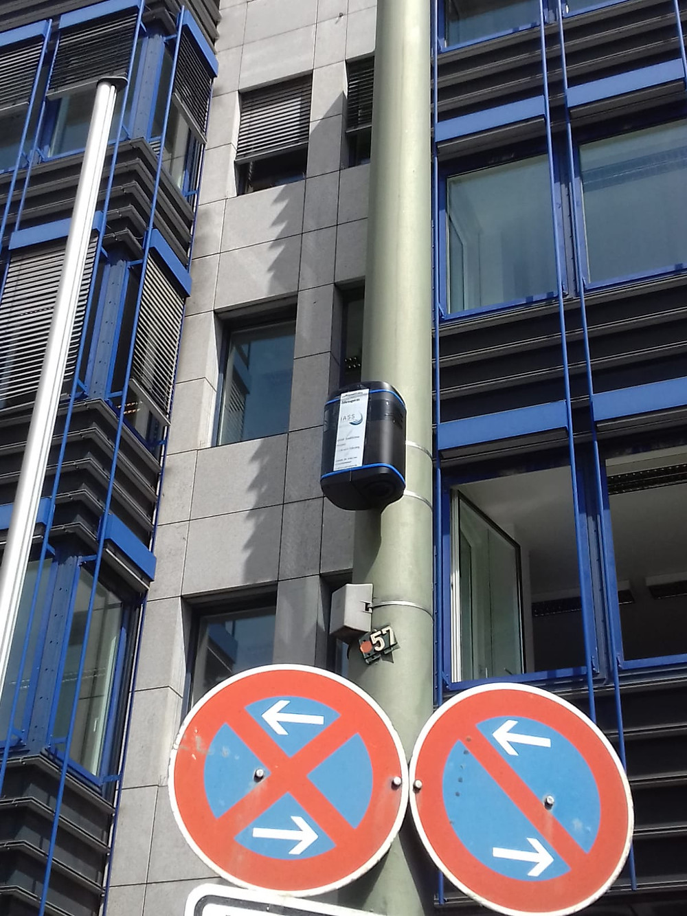 Zephyr® sensor deployed on a sign post in Potsdam, Berlin