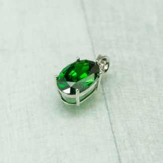 Siberian Emerald Quartz Oval Pendent set in 925 Silver