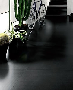 Kerlite Black floor.jpg