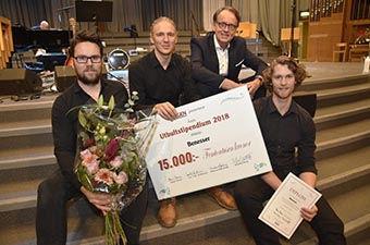Roland Utbult tillsammans med rockgruppen Benesser – 2018 års utbultstipendiater.