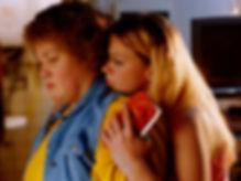 Hemelrijken_05_Kelly en Samantha in keuk