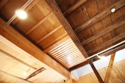 古いと新しいが共存する天井