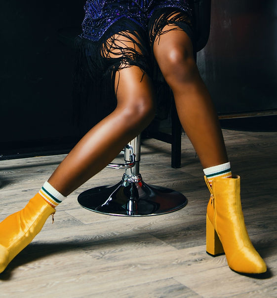 adult-ankle-boots-blur-977908.jpg
