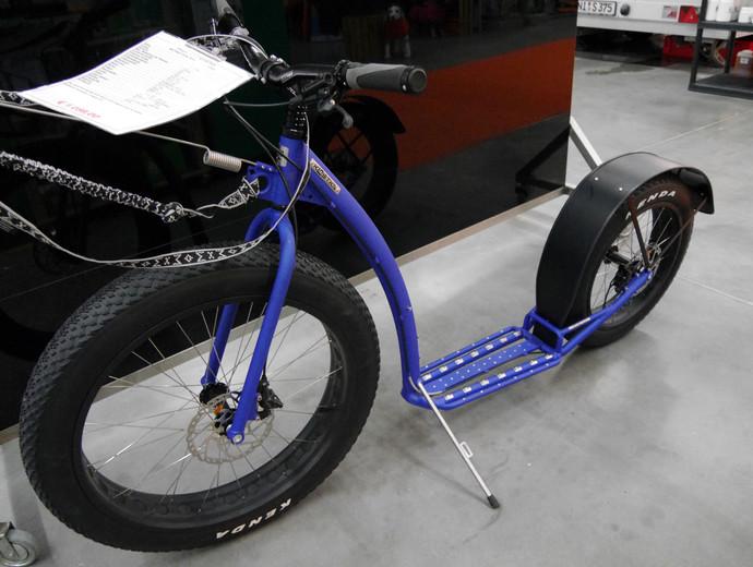 Ein Scoot mit besonderen Reifen