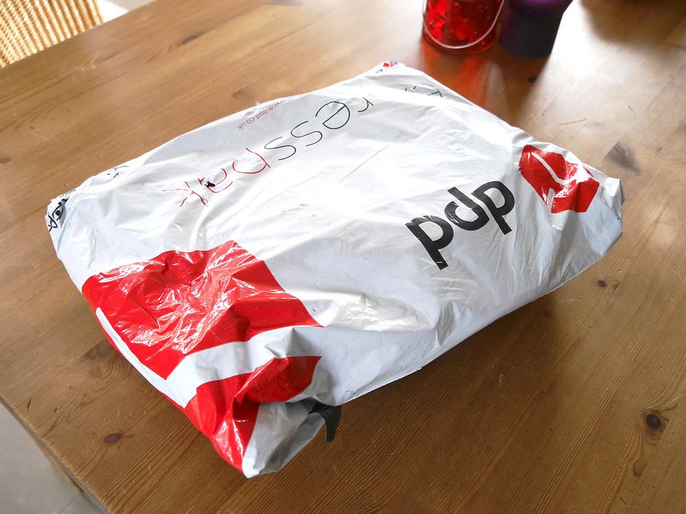 Paket mit Hunderucksack