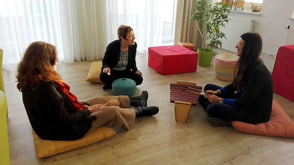 Gruppentherapie Frauen helfen Frauen