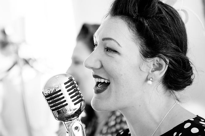 Vintage Singer Lizzy Rusby