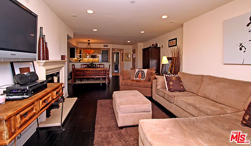 1319 north detriot living room