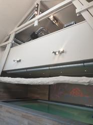 La mezzanine au dessus de la piscine pour aller se changer