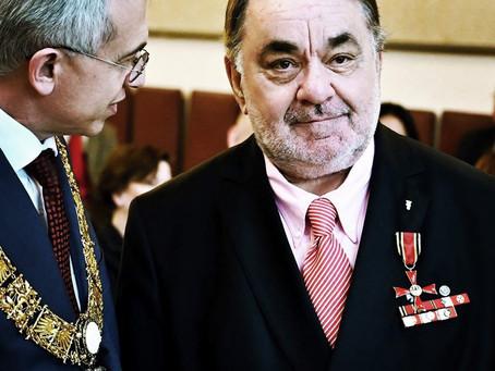 Bernhard E. Ochs erhielt das Bundesverdienstkreuz