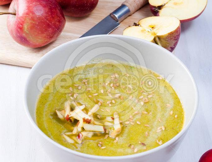 Sopa de abóbora e maçã