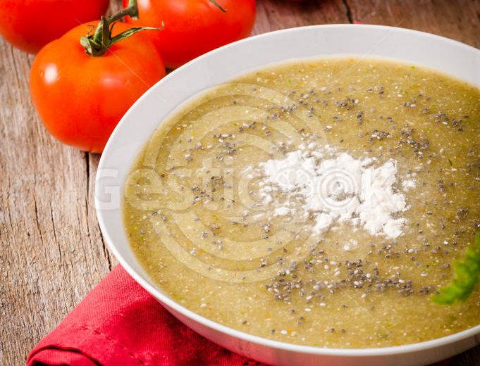 Sopa de tomate e funcho
