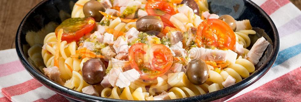 Salada fria de massa com lombo assado