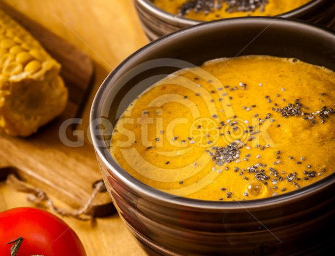 Sopa de tomate e chia