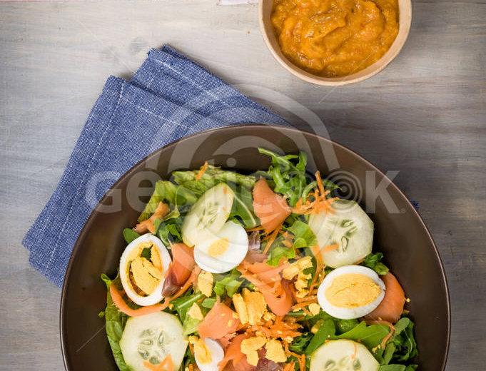Salada com ovo