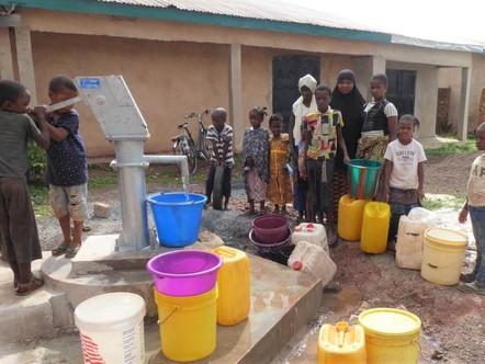Un puits en Guinée pour 3000 villageois