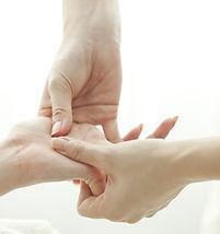 Massage et réflexologie des mains à Paris