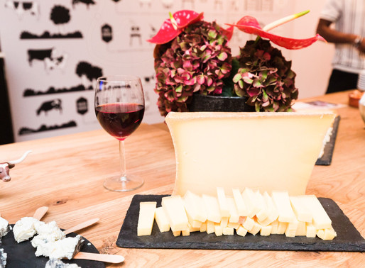 Impress Your Guest with These Wine and Cheese Pairing