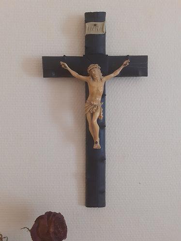 Crucifix en bois noir