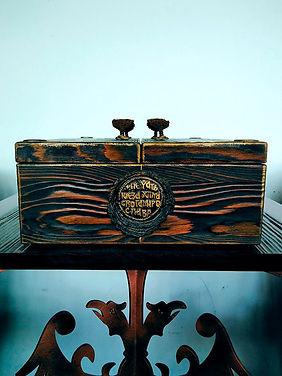 drveni kovceg i postament 10000 1.jpg