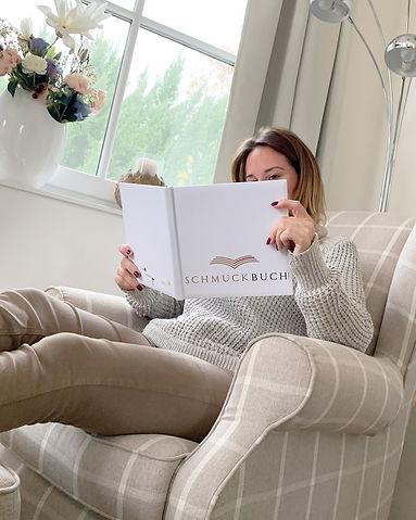 Lesen im Schmuckbuch