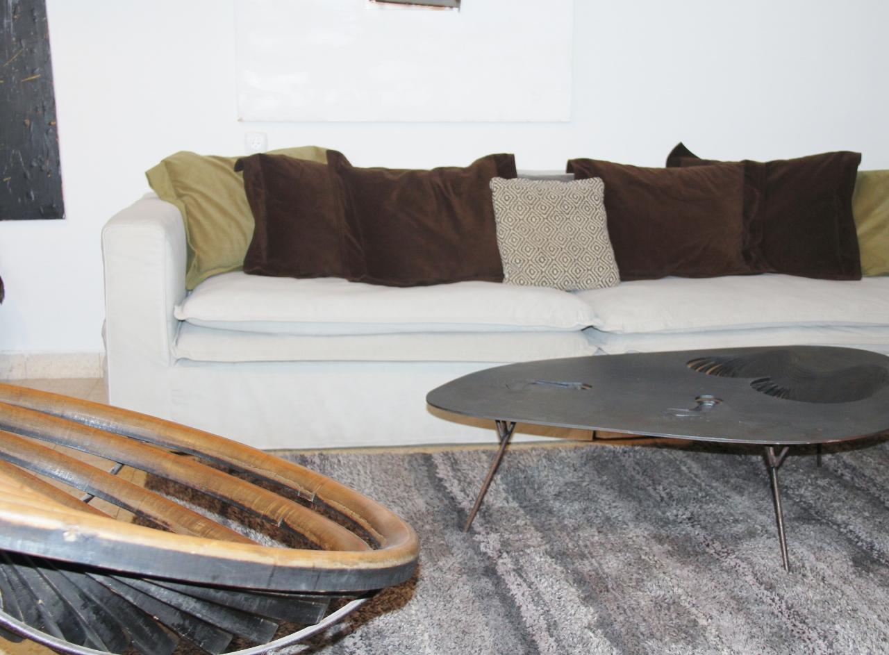 כורסא ושולחן של ניסים פורת
