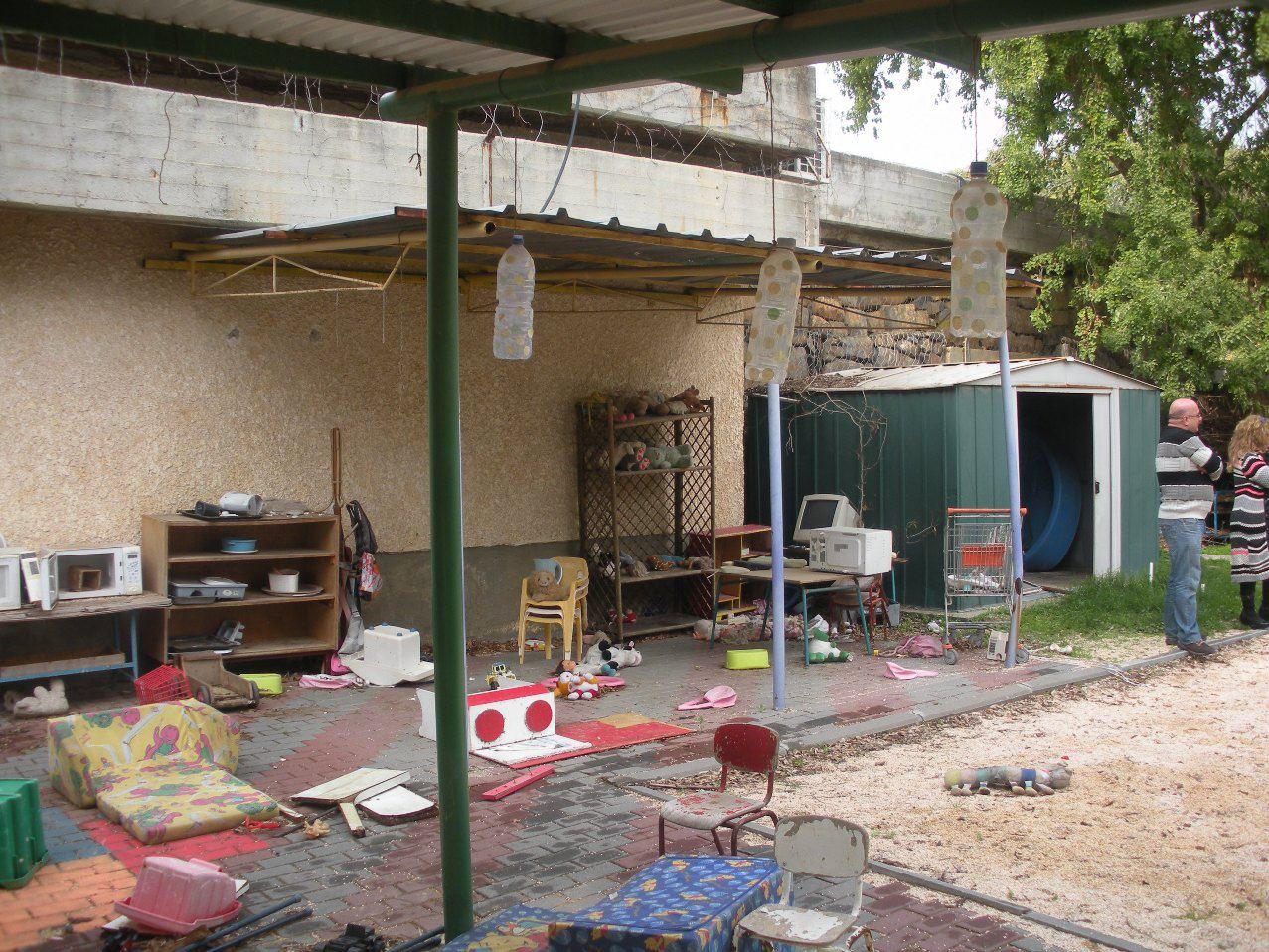 החצר לפני השיפוץ