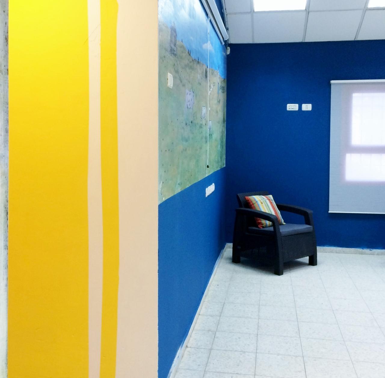 ציור קיר וצבעי שקיעה מדברית