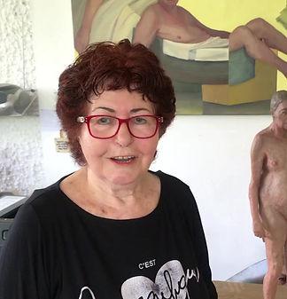 Hava raucher in her studio