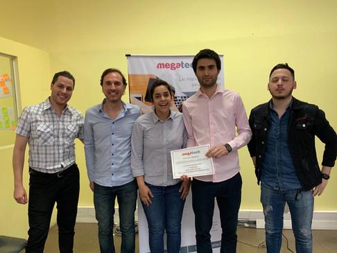 Equipo premiado en el hackathon de Megatech.