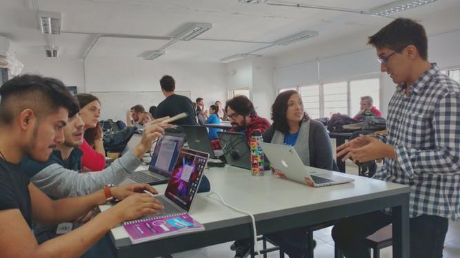 Equipos trabajando en el hackathon Pancreas Innovation Kick-Off.