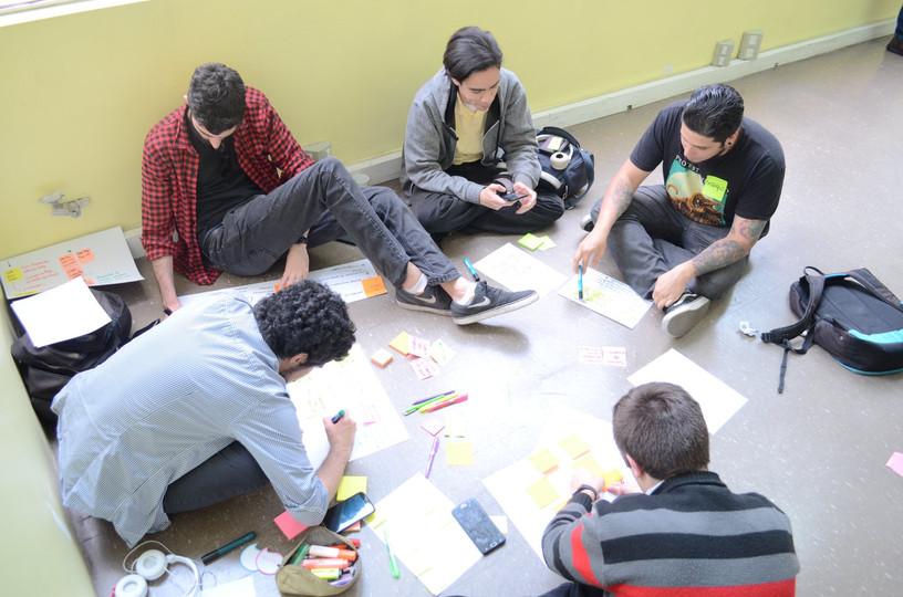 Equipo trabajando durante el hackathon de Megatech