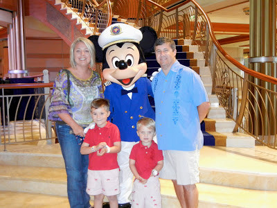 On our way to dinner we saw the Captain himself --> MICKEY!
