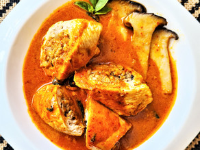 חזה עוף ממולא בבשר ופטריות בקארי אדום