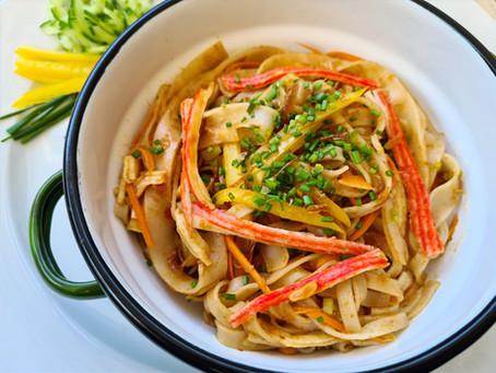 אטריות אורז מוקפצות עם סורימי וירקות Chan Chan Pad Pu