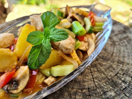 עוף מוקפץ עם ירקות ואננס ברוטב חמוץ מתוק     pad preaw wan gai