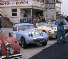 Period Mix Field Le Mans Style Start