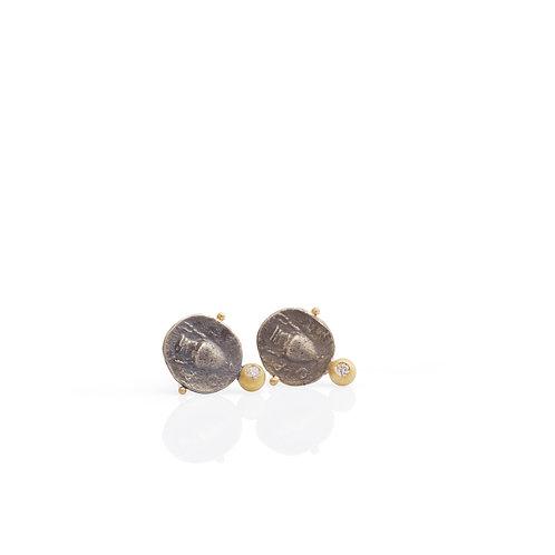 Black Gorgona with diamonds