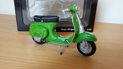 Vespa 50 Special in Green by Minichamps 1