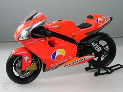 Pere Riba 2002 Minichamps YZR500 Yamaha.