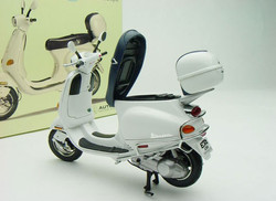 Vespa ET4-150 by AutoArt