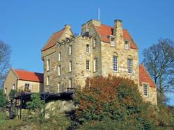 Easterheughs_Castle_-_Cottages_&_Castles__(1).jpg