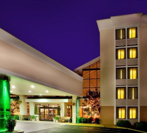 Holiday Inn -1.jpg